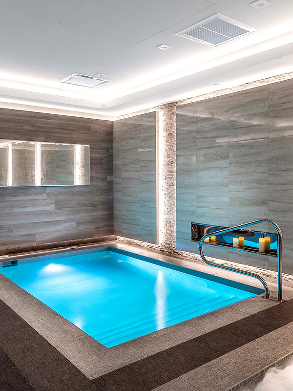 The USA Sports Therapy location at Midtown Miami Anatomy offers expert personal training staff & luxurious amenities such as an infrared sauna, cold room, steam room, and hot and cold plunge. Visit our website to view this top facility.